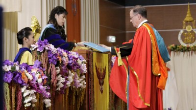 Chancellor Brady Deaton receives his honorary degree from Prince of Songkla University.