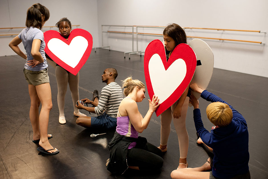 Kortney Davis offers input as Missouri Contemporary Ballet dancers