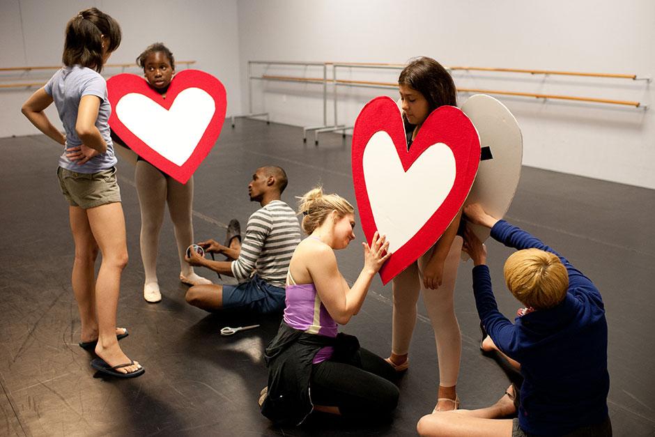 Kortney Davis offers input as Missouri Contemporary Ballet dancers