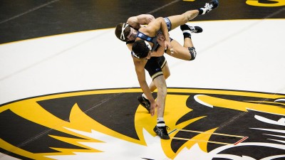 Drake Houdashelt (MIZZ) decision over No. 14 Alex Richardson (ODU)