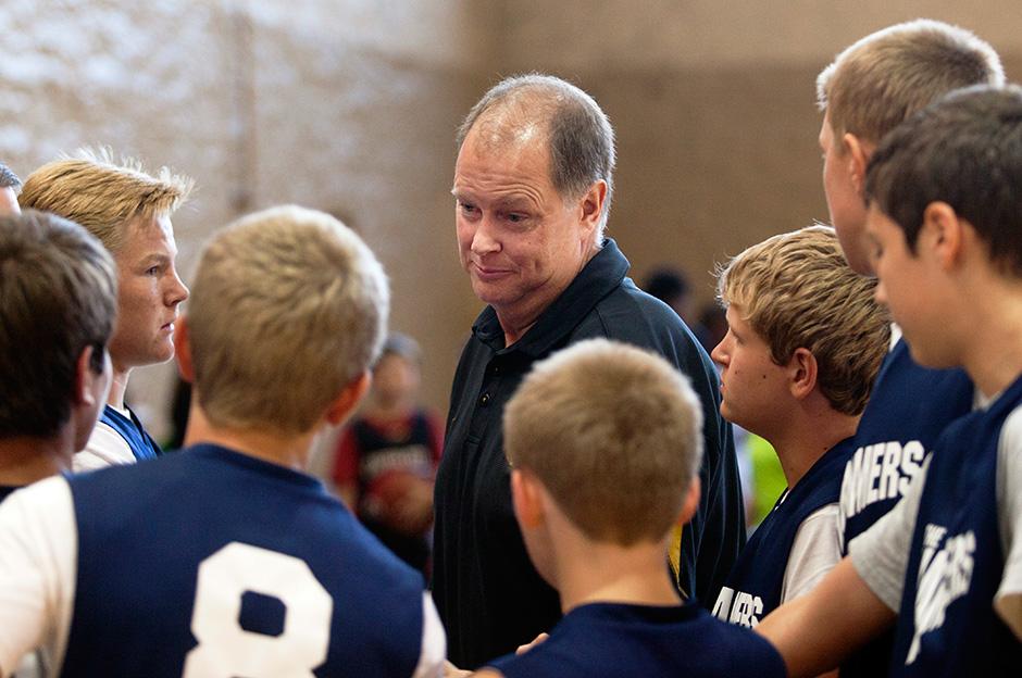 Doug Leonard in a basketball team huddle