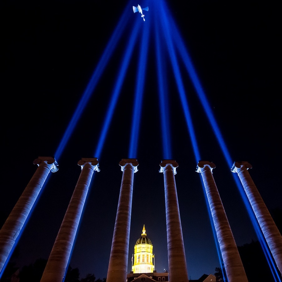 Shafts of light emanataing from the Columns.
