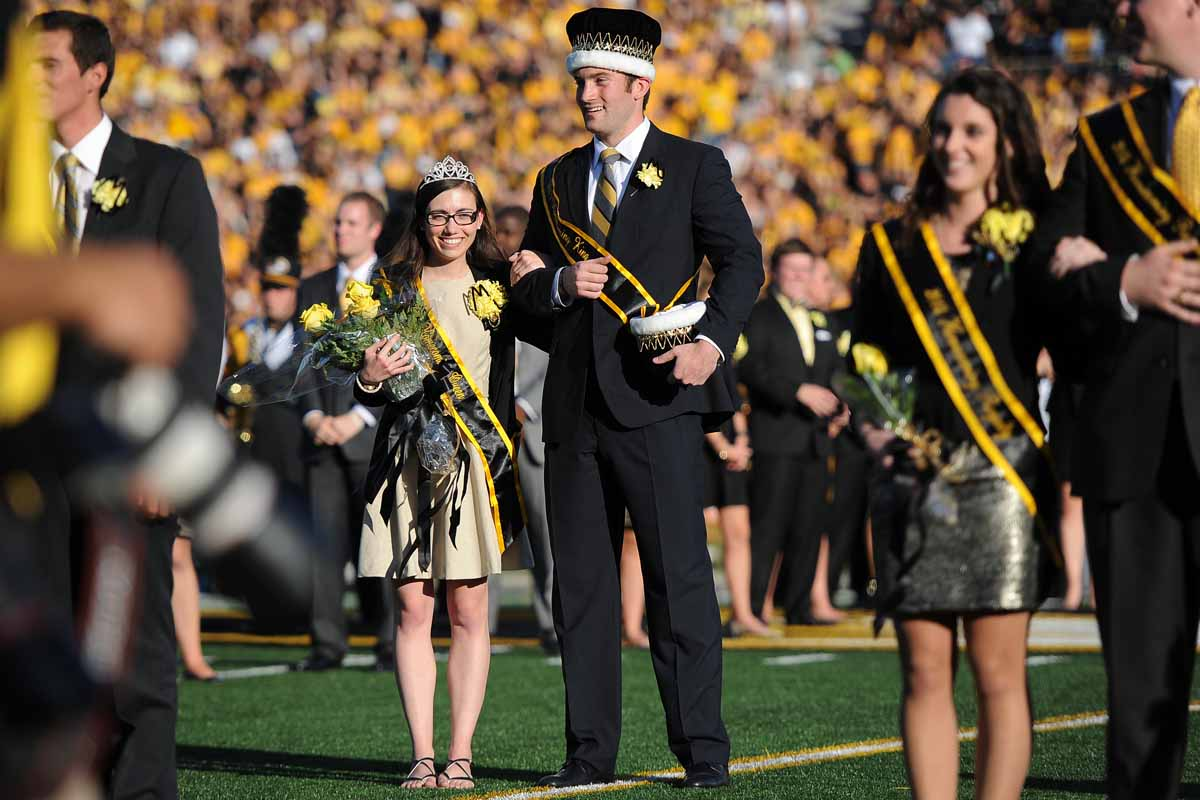 Theresa Mullineaux and Nick Droege, 2013 Homecoming Queen and King, prepare to crown Mizzou's newest royalty at halftime.