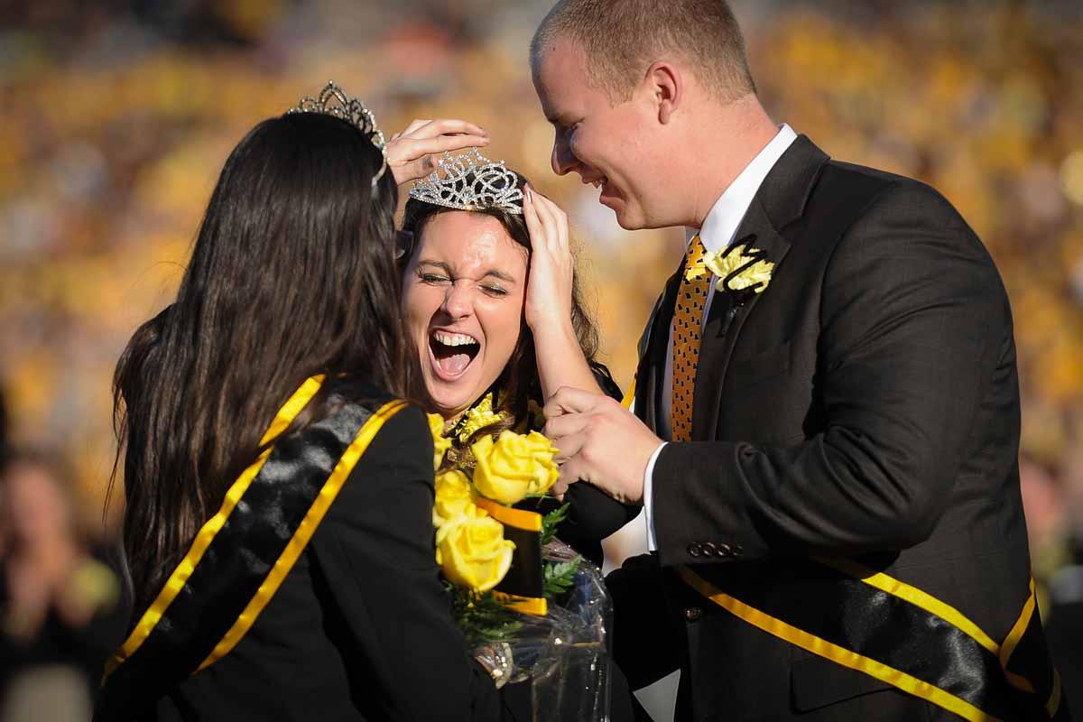 Allison Schnitker wins 2014 Homecoming Queen.