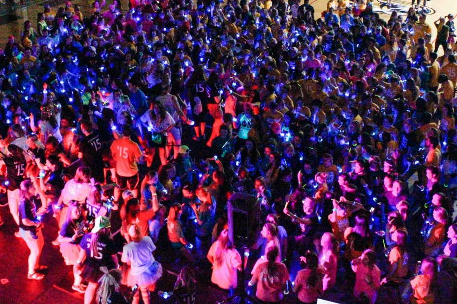 Students dancing at MizzouThon.