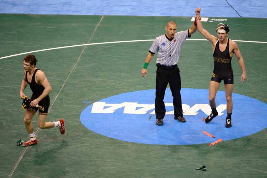 Alan Waters defeats Iowa's Thomas Gilman with an 8-4 final score and earns third place for an All-American finish in the 125 pound weight class.