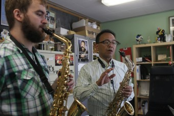 Associate professor of music Leo Saguiguit works with a student.