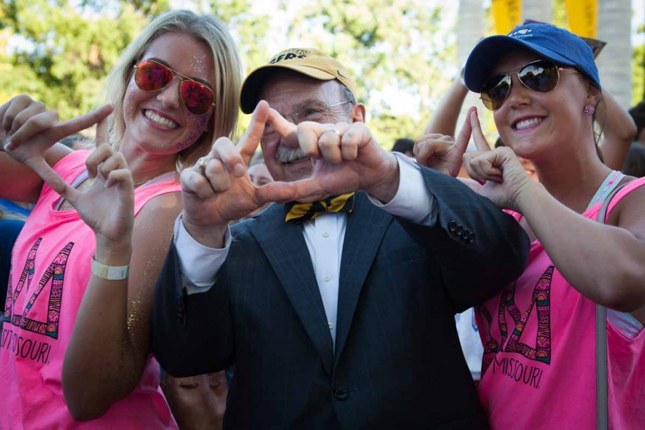 Chancellor Loftin throws up the hand sign for Delta Delta Delta with freshmen Madison Pfleiderer, left, and Ali Skinner, right, on the Quad just before the Tiger Walk Sunday evening. Sunday was a big day for freshmen women on campus as it was Bid Day this morning on Faurot Field. Photo by Tanzi Propst.