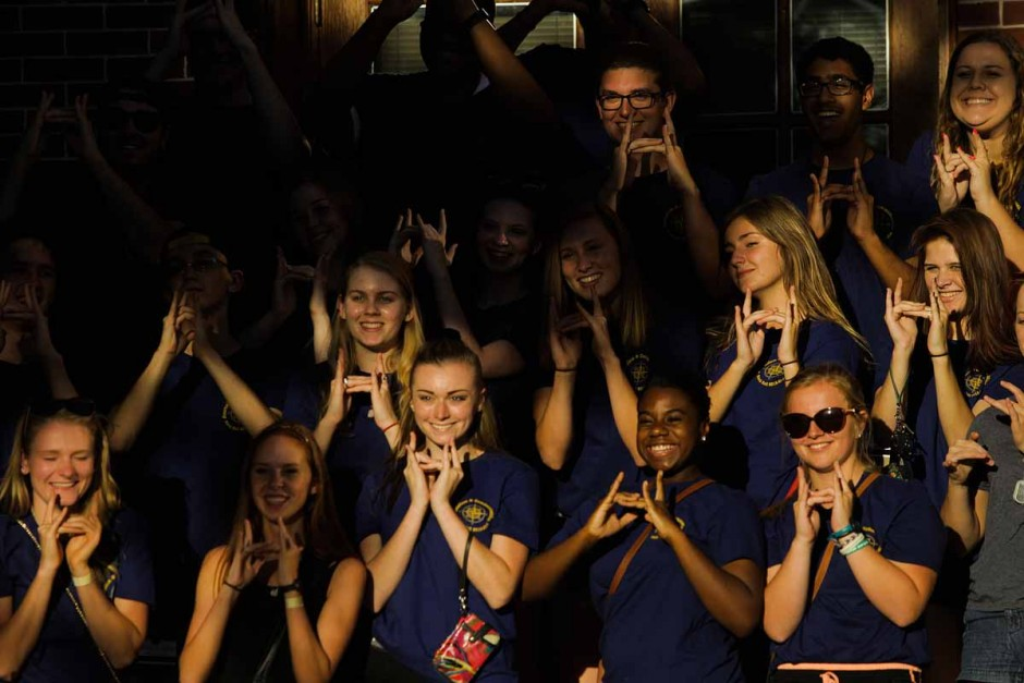 A group of all freshman journalism majors living in Hatch residence hall take a group photo following Tiger Walk. Photo by Nic Benner.