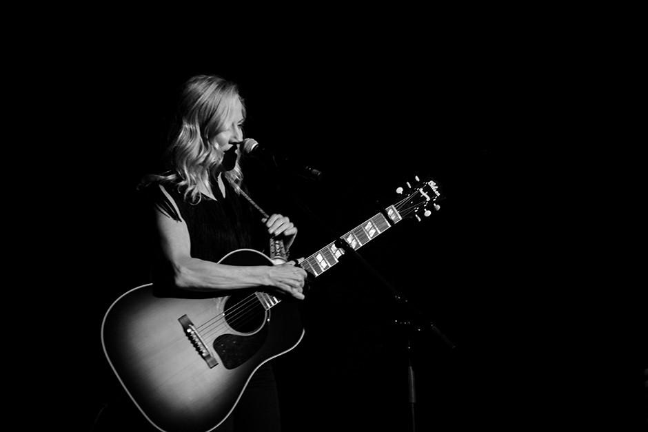 Singer talks to crowd