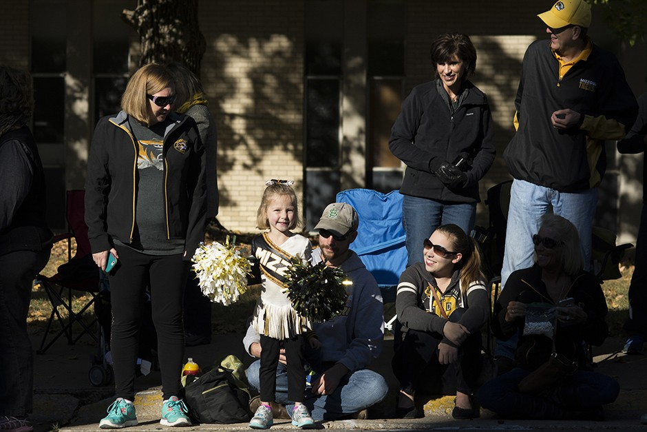 families watch the homecoming parade
