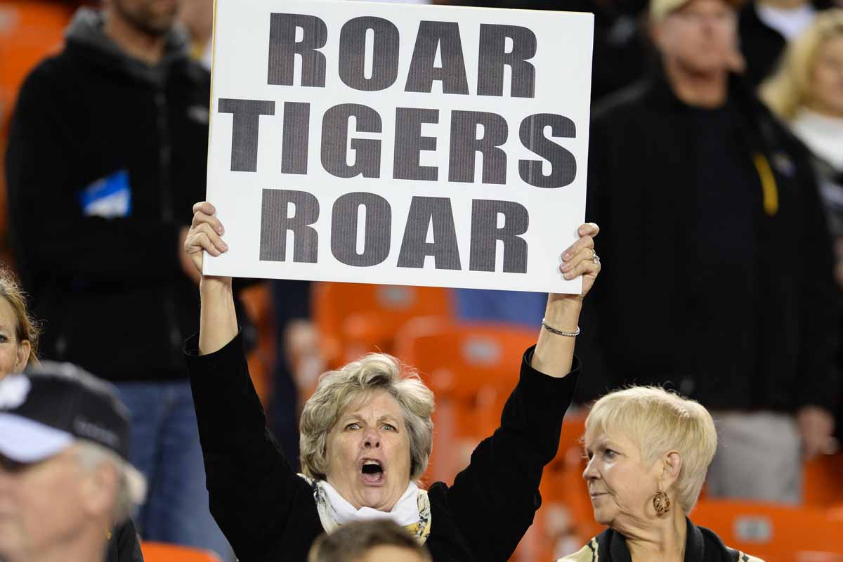 Mizzou fans get the noise started with a roar at the beginning of the game. Photo by Shane Epping.