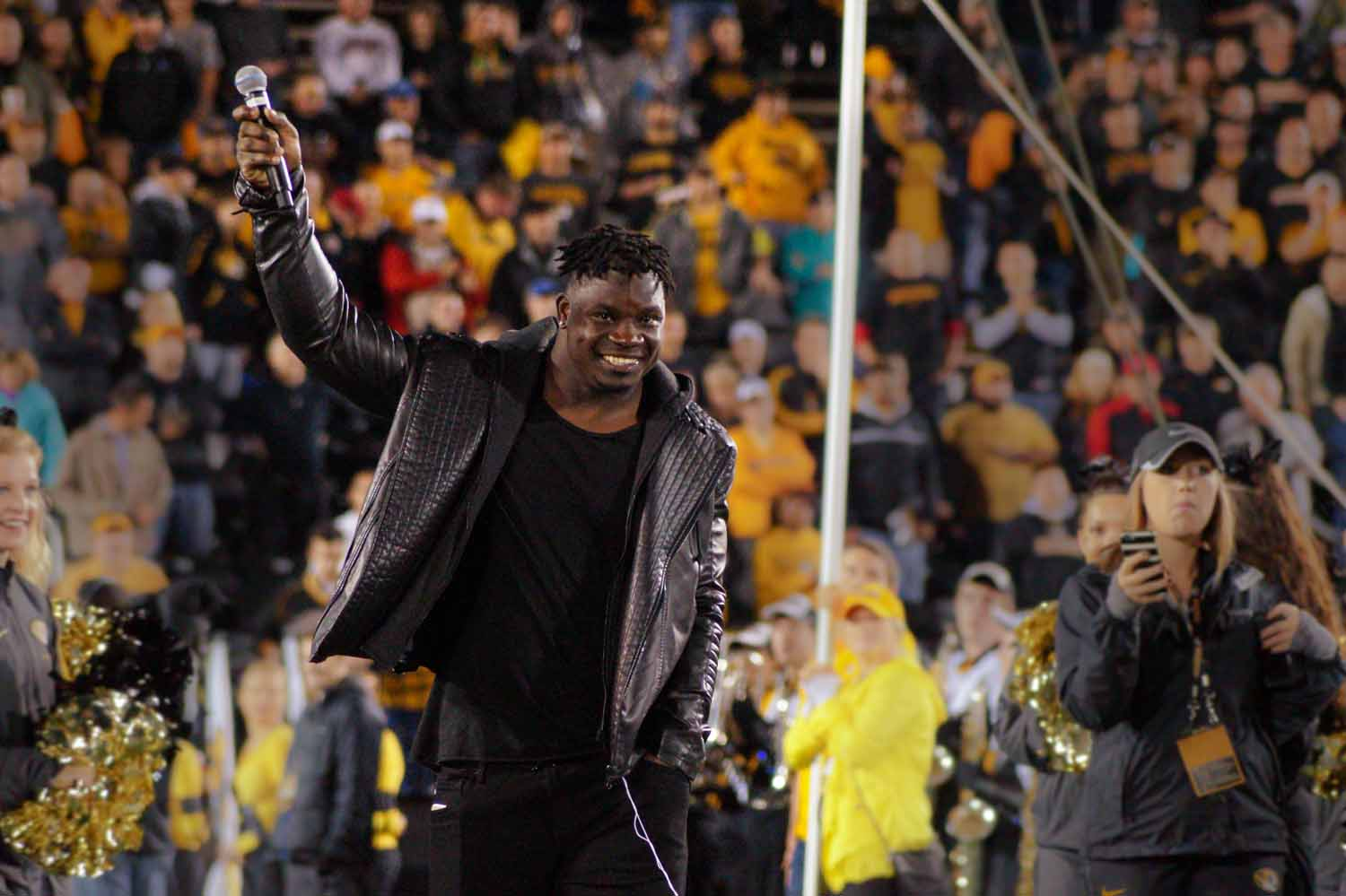 Sean Weatherspoon, LB for the Arizona Cardinals, and Mizzou Alumni starts an MIZ-ZOU chant with the crowd. Photo by Allison Collins.