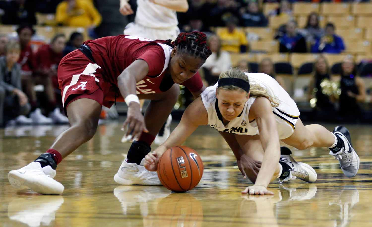 Sophie Cunningham (3) lunges for the ball before Alabama's freshman guard Shaquera Wade (23) can take control of it during the second half of the game Thursday evening, Feb. 11, 2016 at Mizzou Arena.