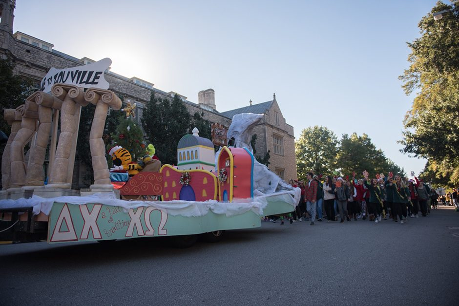 A float with replicas of the Columns, Jesse Hall and Truman.
