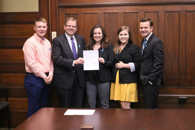 This is a picture of Mizzou students with Chancellor Cartwright