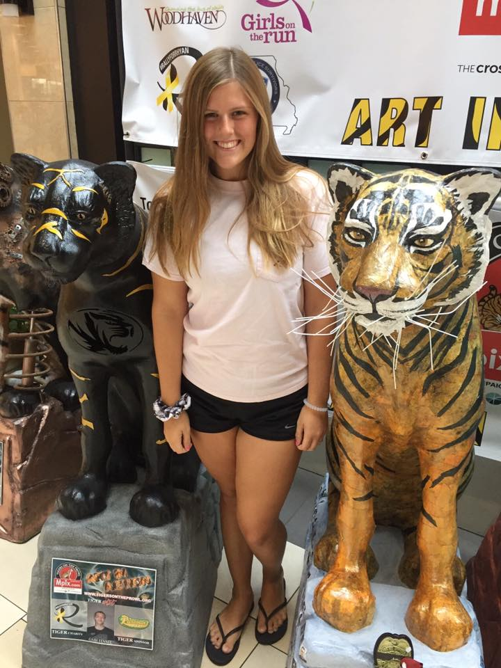 This is a picture of Jenna Heaton by a Tiger statue
