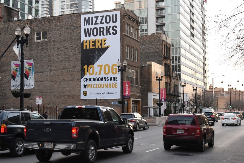 Picture of ad on Chicago building saying that more than 10,000 Mizzou Alumni work in Chicago