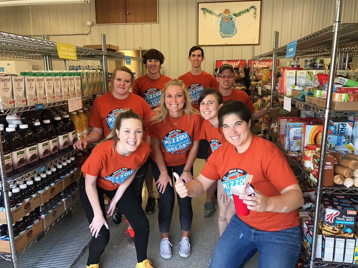Mizzou students serving at Agape Food Pantry in Warrenton, Missouri.