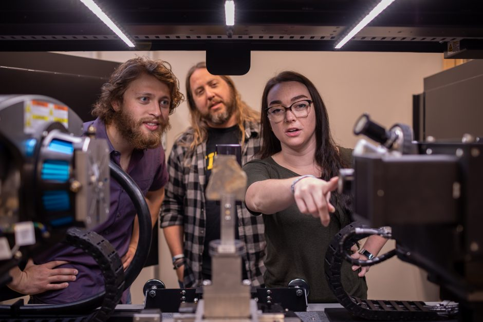Picture of researchers in the X-ray Microanalysis core facility