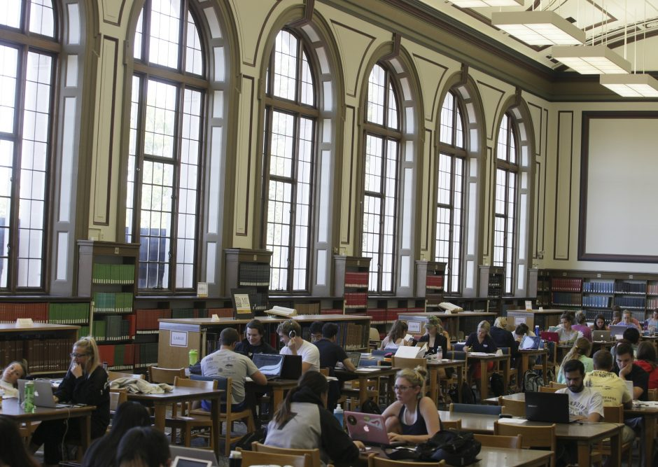 Picture of Mizzou students studying in Ellis Library