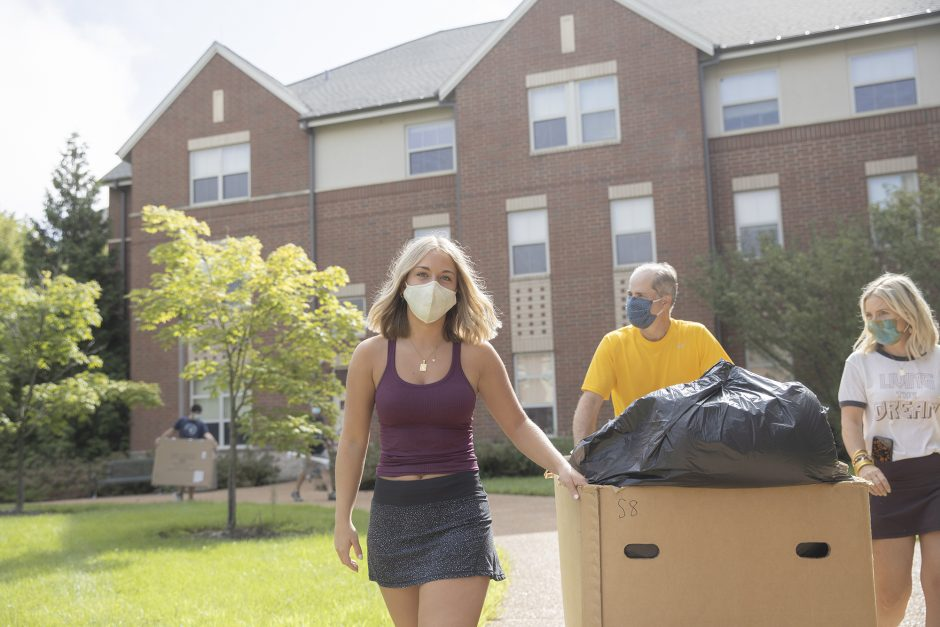 Chloe Orschlen, a Textile and Apparel Management major from Carthage, Missouri moves into South Hall with her parents Heather and Randy Orschlen Aug. 12, 2020. Sam O'Keefe/University of Missouri