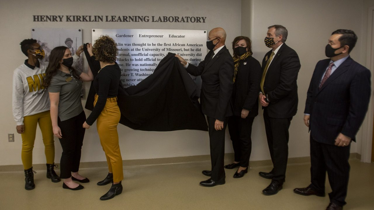 This is a picture of the Kirklin plaque being unveiled.