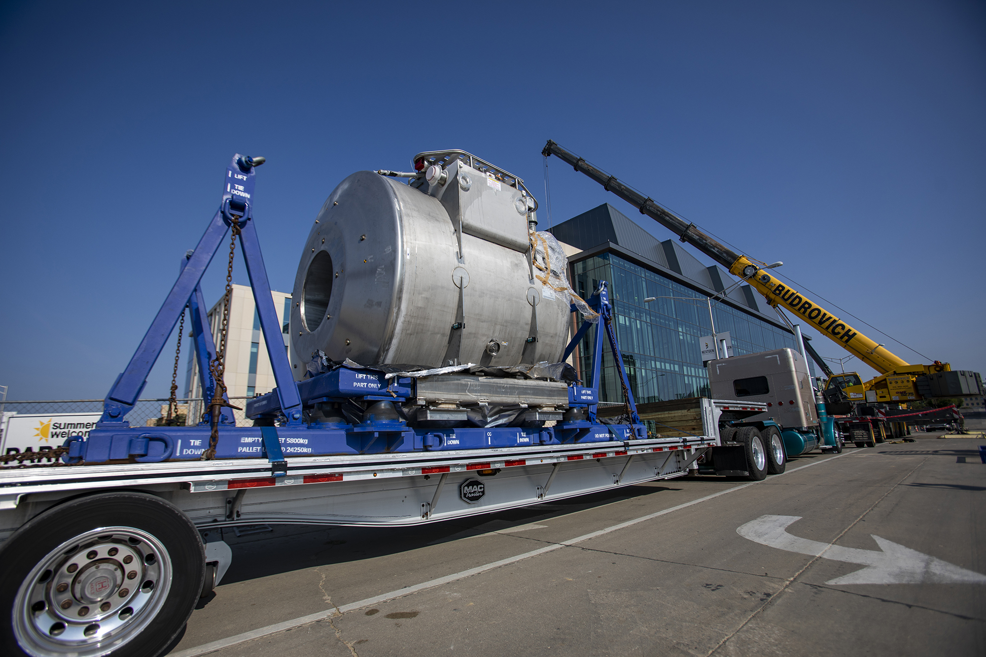 7T MRI arrives on the back of a truck