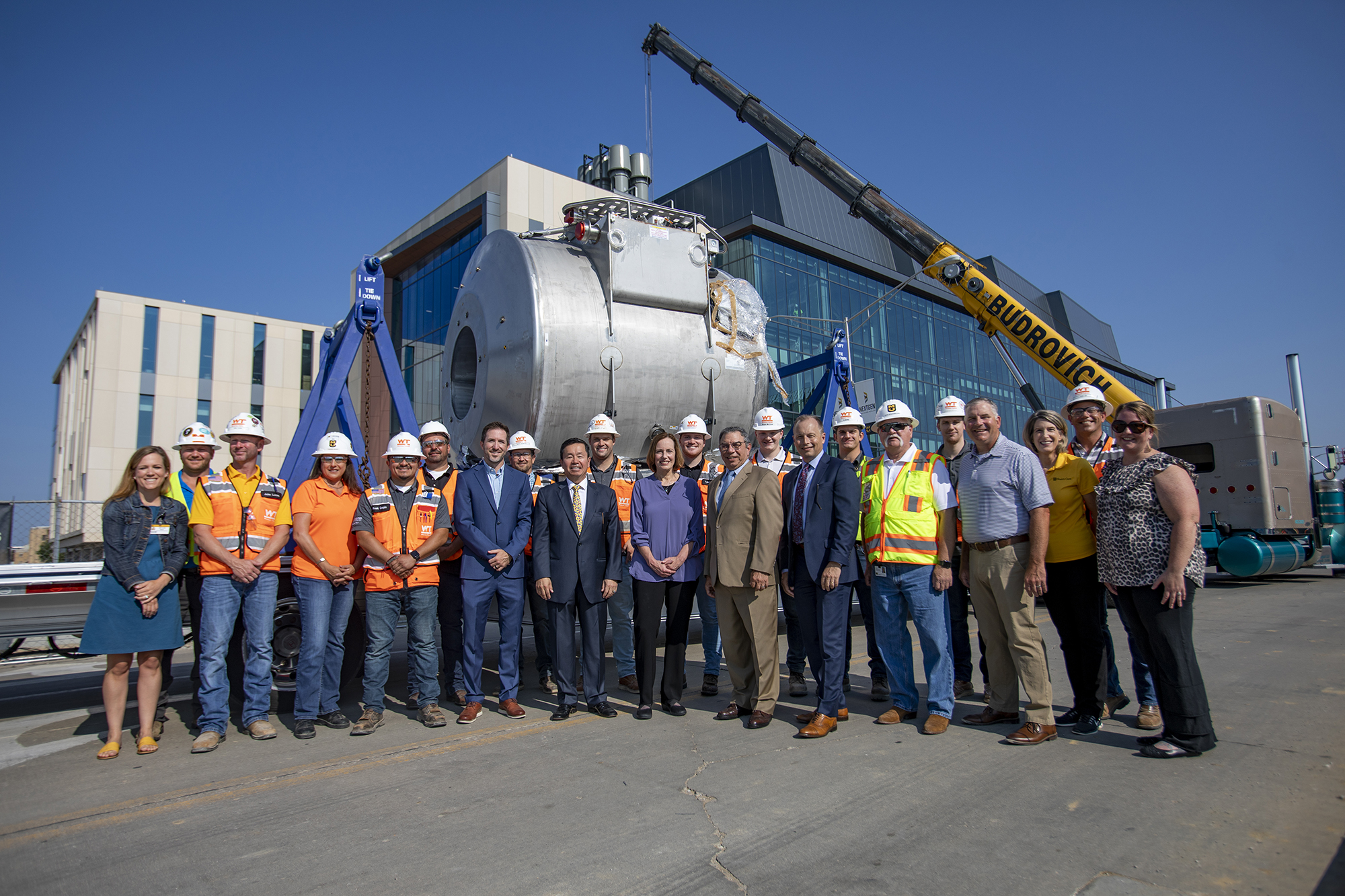 group photo in front of 7T MRI