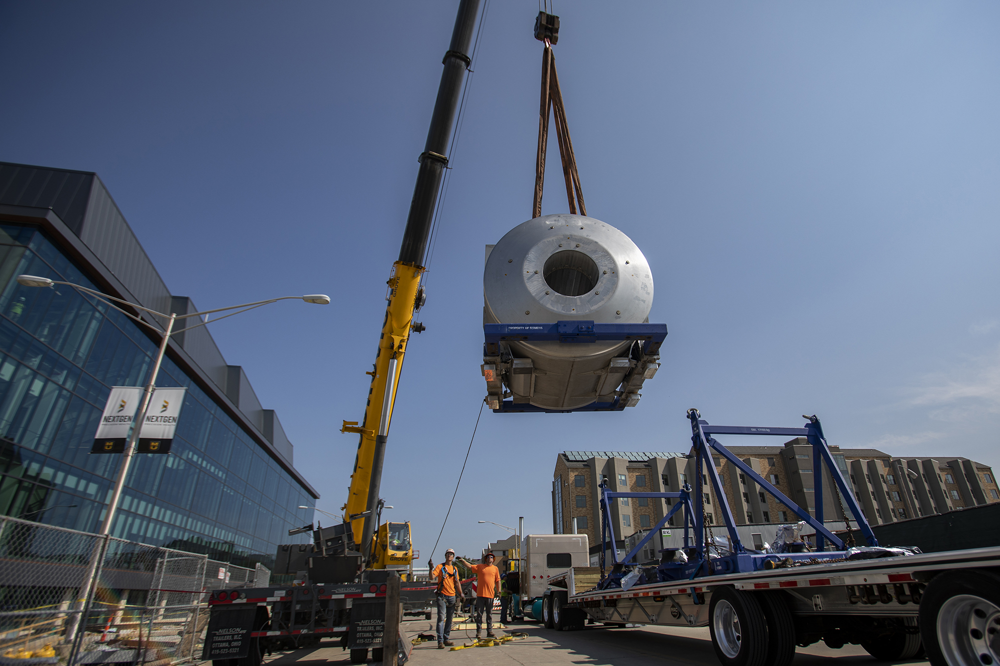7T MRI is lifted by a crane